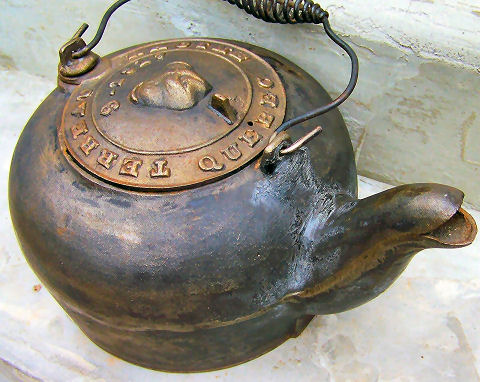 Terreau and Racine Quebec cast iron kettle
